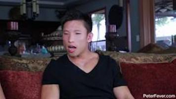 Asiatique gay musclé se fait éclaté le cul