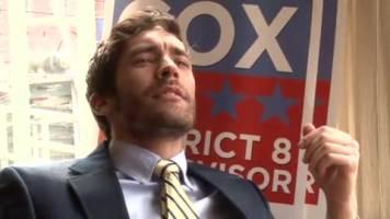 Minet baisé par son patron en costard cravatte