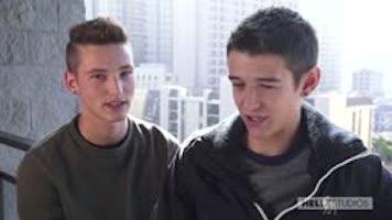 Première fois gay : Evan Parker et Casey Tanner