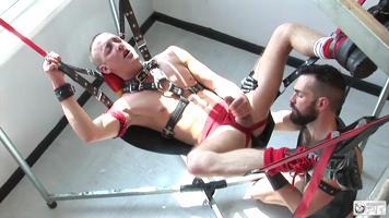 Baise gay sur un sling