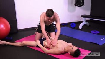 Massage coquin après une séance de fitness