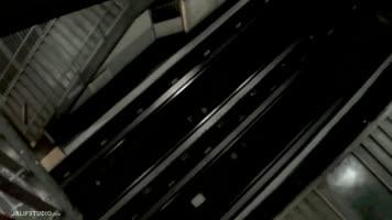Batard se fait tourner dans le métro Parisien