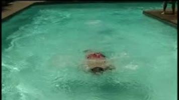 Sodomie haletante au bord de la piscine